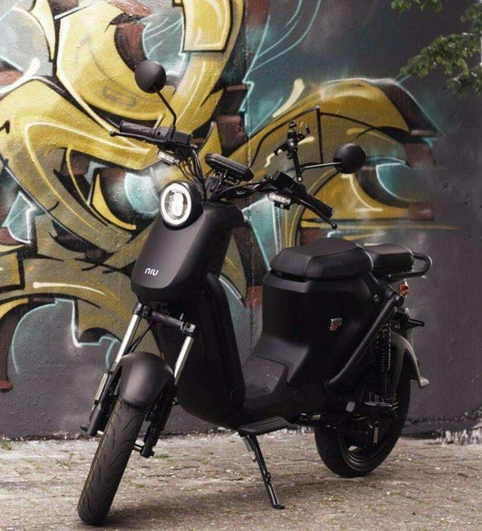 elektricni moped UQi GT v mat crni